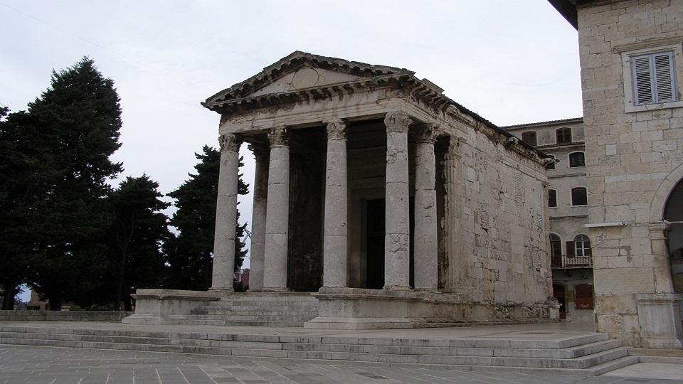عبادتگاه آگوستوس