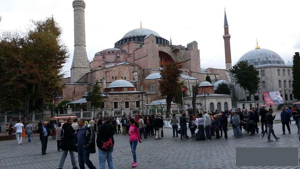 صف ورودی مسجد ایا صوفیه ونحوه لباس پوشیدن