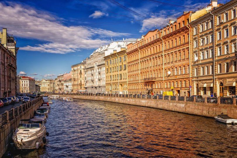 مسکو پایتخت و بزرگترین شهر روسیه است.
